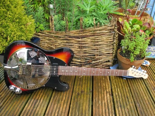 """Nice sunburst and rosewood board neck Sollophonic guitar here, this one with a P90 Soapbar pickup. New owner says """" Wow! a real beauty. Got the volume and tone settings on the guitar just how I like it with the amp, it sounds great! Got ma vest and braces on and heading down to the crosssroads."""""""