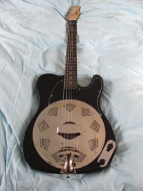 This guitar finally arrived in Japan after a tortuous journey through Customs. Now resides with a very happy customer.