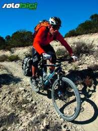 En el extremo suroriental de la sierra de Alcubierre encontramos un estimulante y largo sector de sendas trialeras. En la página siguiente, seis momentos de nuestra travesía biker por Los Monegros.