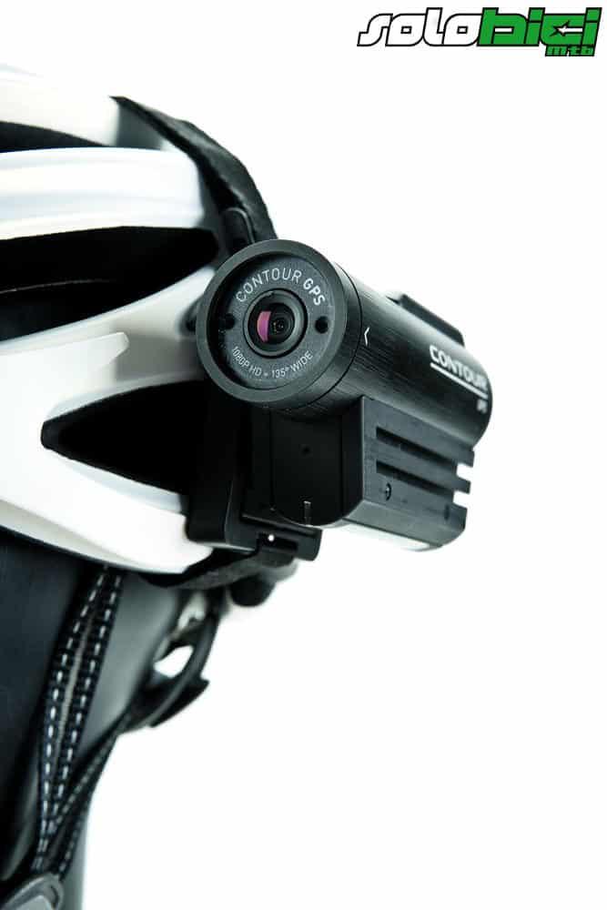 Es la cámara más compacta que hemos probado, y además, fácil de manejar en marcha