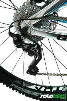 El grupo Shimano XT está presente prácticamente en toda la bici, con un nuevo cambio trasero XT Shadow Plus.