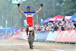 Julien Absalon celebra la victoria