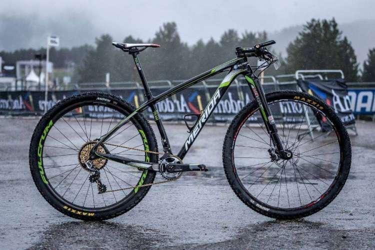 Fotografiamos la bici justo antes del entrenamiento pre competición, con la misma configuración con la que Hermida corrió el mundial.