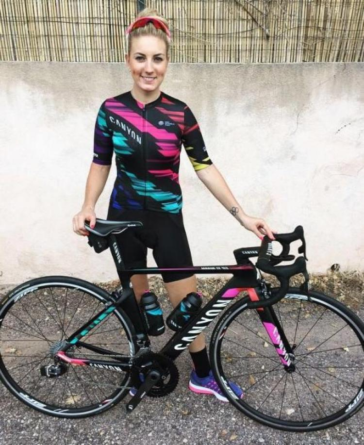 pr01_pauline_ferrand_pre_vot_in_her_new_team_kit_670