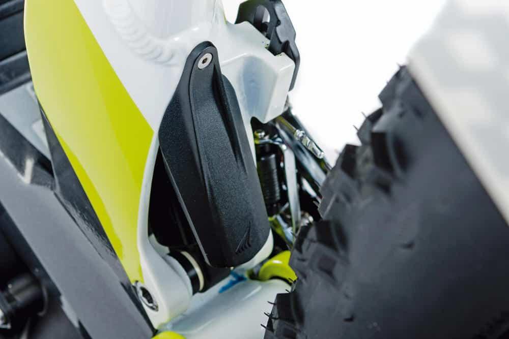 Todos los detalles están cuidados. Lleva un pequeño guardabarros que protege el amortiguador en el paso de rueda trasero