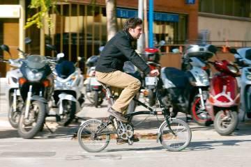 bici por la acera en Barcelona