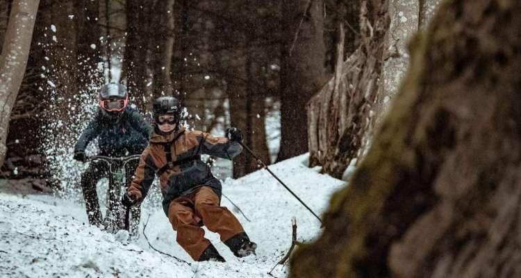 Esquiador contra biker
