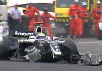 Rosberg destroza su coche a 17 vueltas para el final