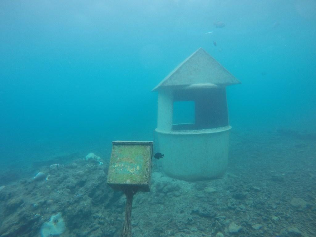 Underwater post office