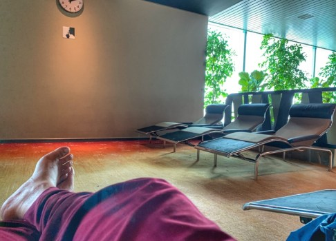 Singapore airport free lounge