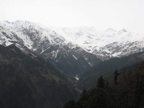 Saurkundi Pass