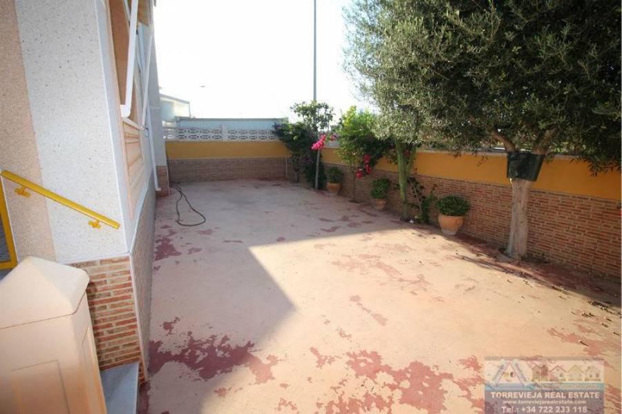 Torrevieja,Alicante,España,4 Bedrooms Bedrooms,2 BathroomsBathrooms,Chalets,40258