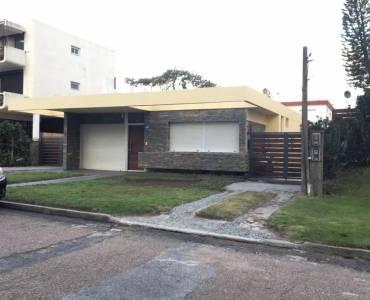 Punta del Este, Maldonado, Uruguay, 3 Bedrooms Bedrooms, ,2 BathroomsBathrooms,Casas,Venta,41672