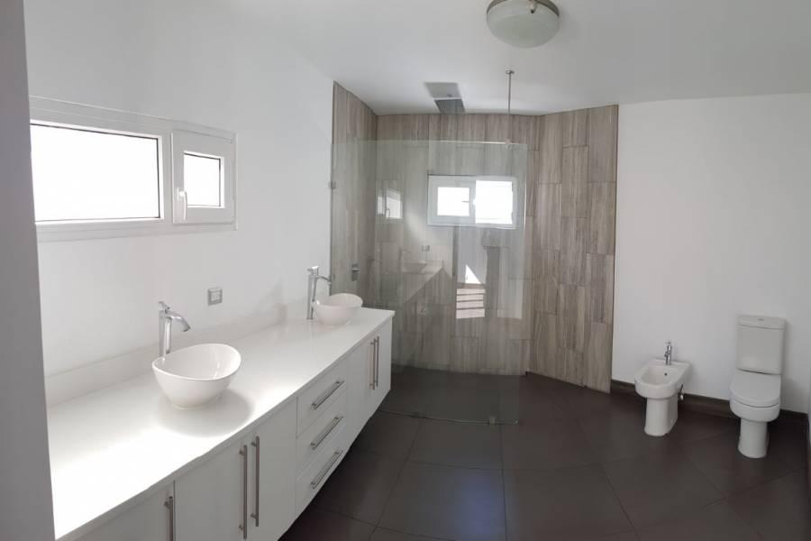 IMPERDIBLE! VER INFO...,4 Bedrooms Bedrooms,4 BathroomsBathrooms,Casas,6360
