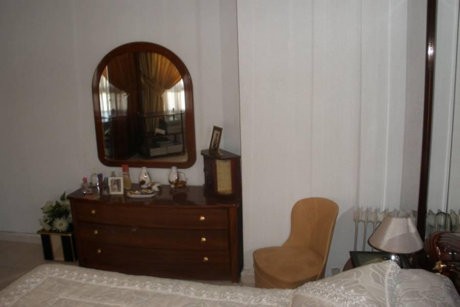 Alicante,Alicante,España,4 Bedrooms Bedrooms,1 BañoBathrooms,Pisos,8262