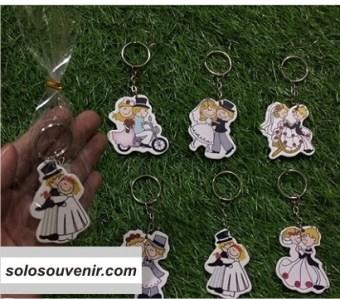 Souvenir Pernikahan Gantungan Kunci Couple Manten