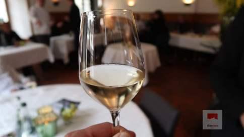 Ein guter Schluck Wein aus Yvorne