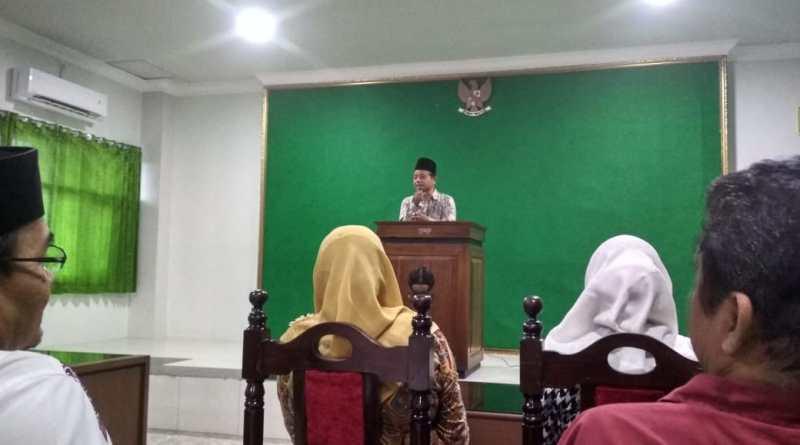 Rektor Istitut Islam Mamba'ul Ulum Imam Suhadi