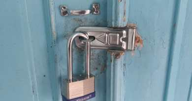kunci gembok keraton dirusak