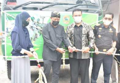 Bupati Karanganyar besama PT Indo Tropikal Group melepas ekspor perdana permen jahe dari Karanganyar menuju Amerika Serikat