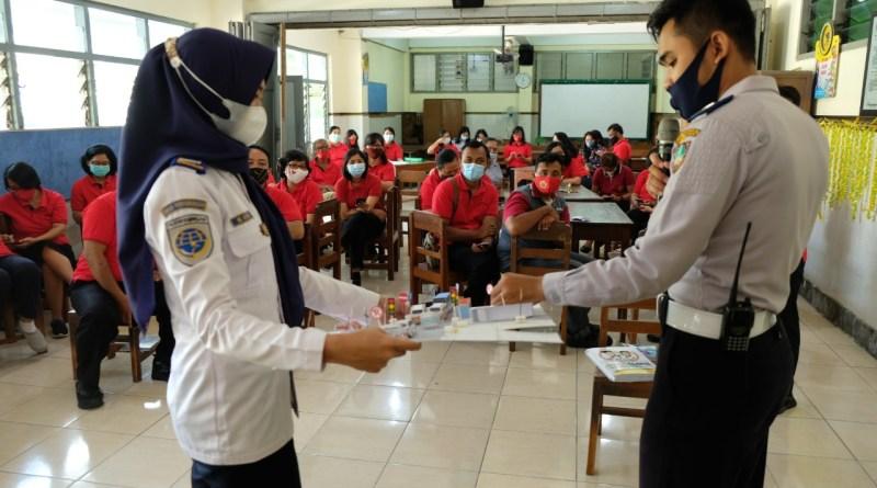 Dinas Perhubungan mengadakan kegiatan sosialisasi dan Training of Trainer
