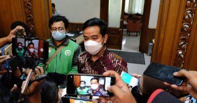 Walikota Surakarta Gibran Rakabuming bertemu dengan dua pengemudi ojek online yang sempat viral