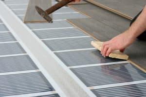 Il riscaldamento radiante a pavimento è semplice, veloce da installare, facilissimo da gestire e poco invasivo.