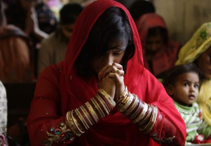 Lahore_Pakistan_New_Year_Special_Prayers_Bangles_God_Worship_2014_Special_Photos