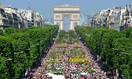 The-Champs-Elys-es-in-Par-006