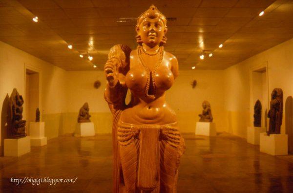 ancient_bihar_patna-museum-didarganj_yakshi