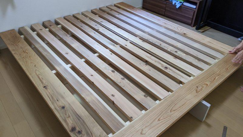 ベッドフレームの組み立て