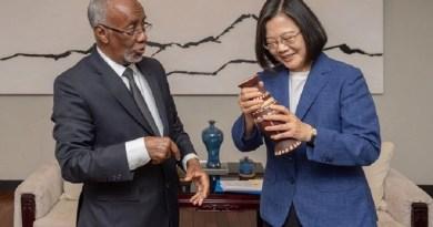 Somaliland Foreign Minister Hagi Mohamoud with Taiwan President Tsai Ing-wen