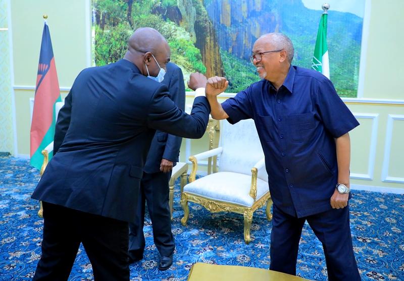 Visiting Malawian foreign minister Mr. Eisenhower Nduwa Mkaka greeting Somaliland Vice President Abdirahman Saylici