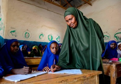 A community teacher provides instruction to students in Somalia's Gedo, Bay and Bakool regions
