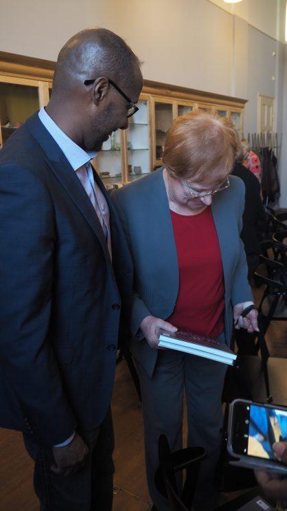 Presidentti Tarja Halonen ja liiton puheenjohtaja Arshe Said.
