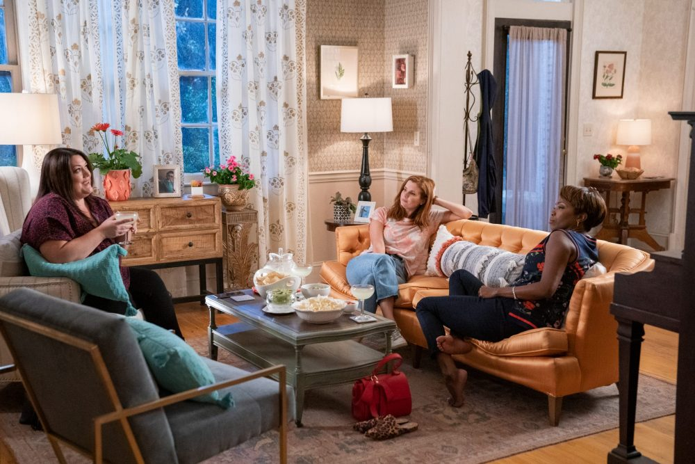 SWEET MAGNOLIAS (L TO R) BROOKE ELLIOTT as DANA SUE, JOANNA GARCIA SWISHER as MADDIE TOWNSEND and HEATHER HEADLEY as HELEN DECATUR in episode 101 of SWEET MAGNOLIAS Cr. ELIZA MORSE/NETFLIX © 2020