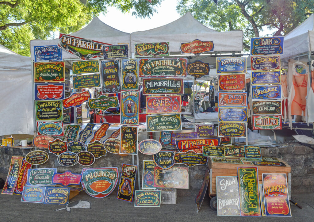 Filete-Porteno-paintings-at-a-flea-market