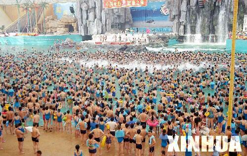 China May holiday crowds