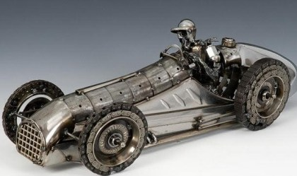 Arte em sucata de carro antigo