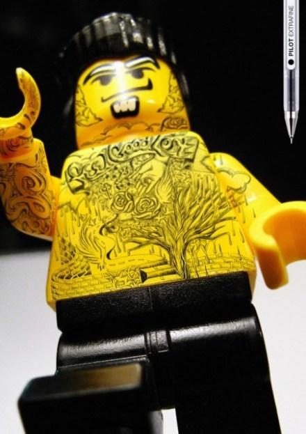 Foto de lego com tattoo