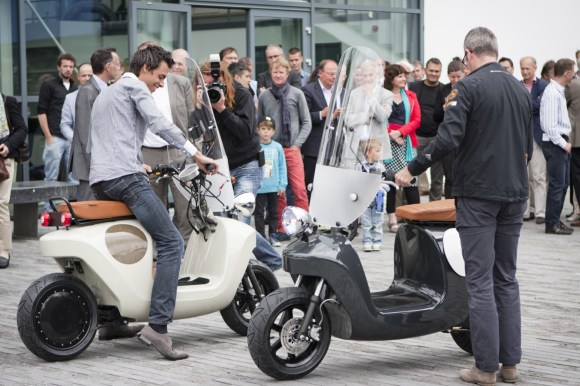 Be.e-frameless-biocomposite-electric-scooter-design-by-waarmakers-2