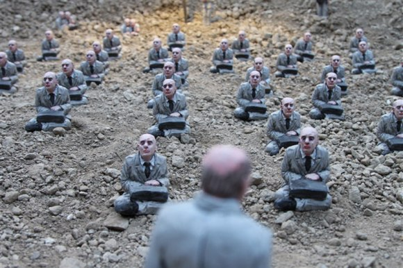 follow-the-leaders-by-isaac-cordal-13