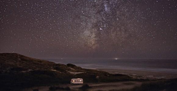 Fotógrafo viaja de trailer pela costa de Portugal e capta imagens inspiradoras