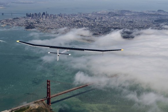 Solar-Impulse-Golden-Gate-Bridge-Flight-San-Francisco-Bay-2013-Across-America-REZO[1]