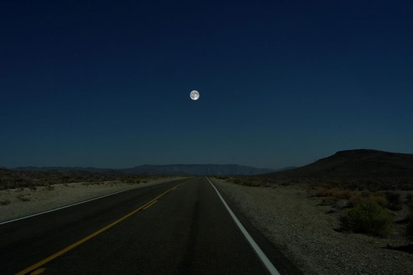 distance-of-moon-from-earth-in-sky[1]