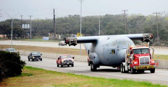 Antes de alcançarem os ares, esses aviões precisaram ser transportados por terra