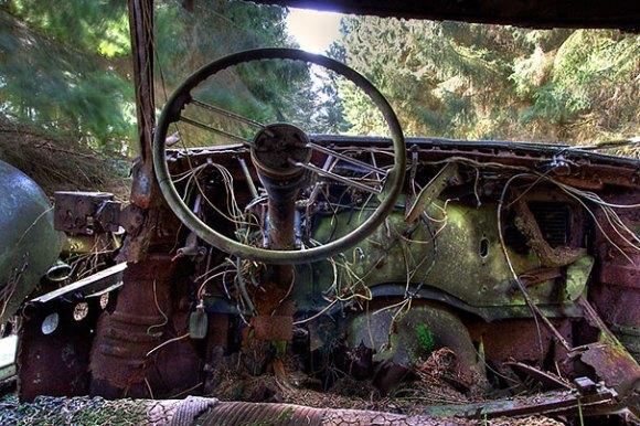 chatillon-car-graveyard-abandoned-cars-vehicle-cemetery-8[1]