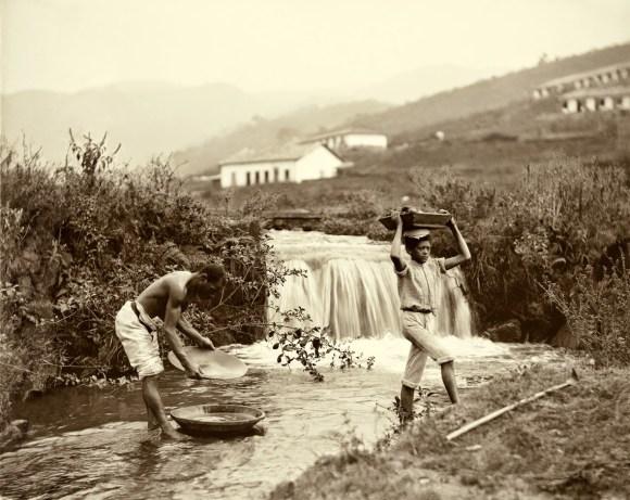 Lavagem do ouro, Minas Gerais, 1880. (Foto- Marc Ferrez_Acervo Instituto Moreira Salles)