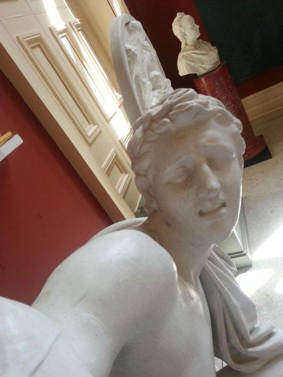 statue-selfies-1[1]