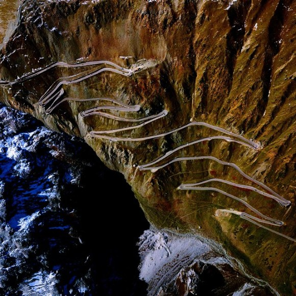 Stelvio Pass - estrada no norte da Itália - Fotos aéreas